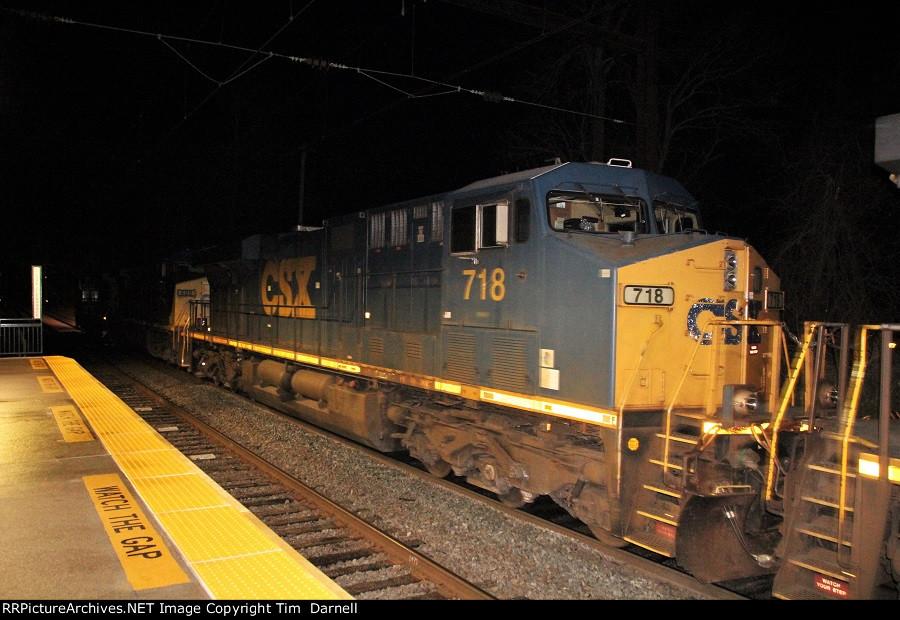CSX 718 on Q190 at 1:20AM